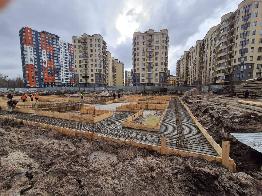 """ЖК """"Бургундія"""" залила фундамент першого будинку"""